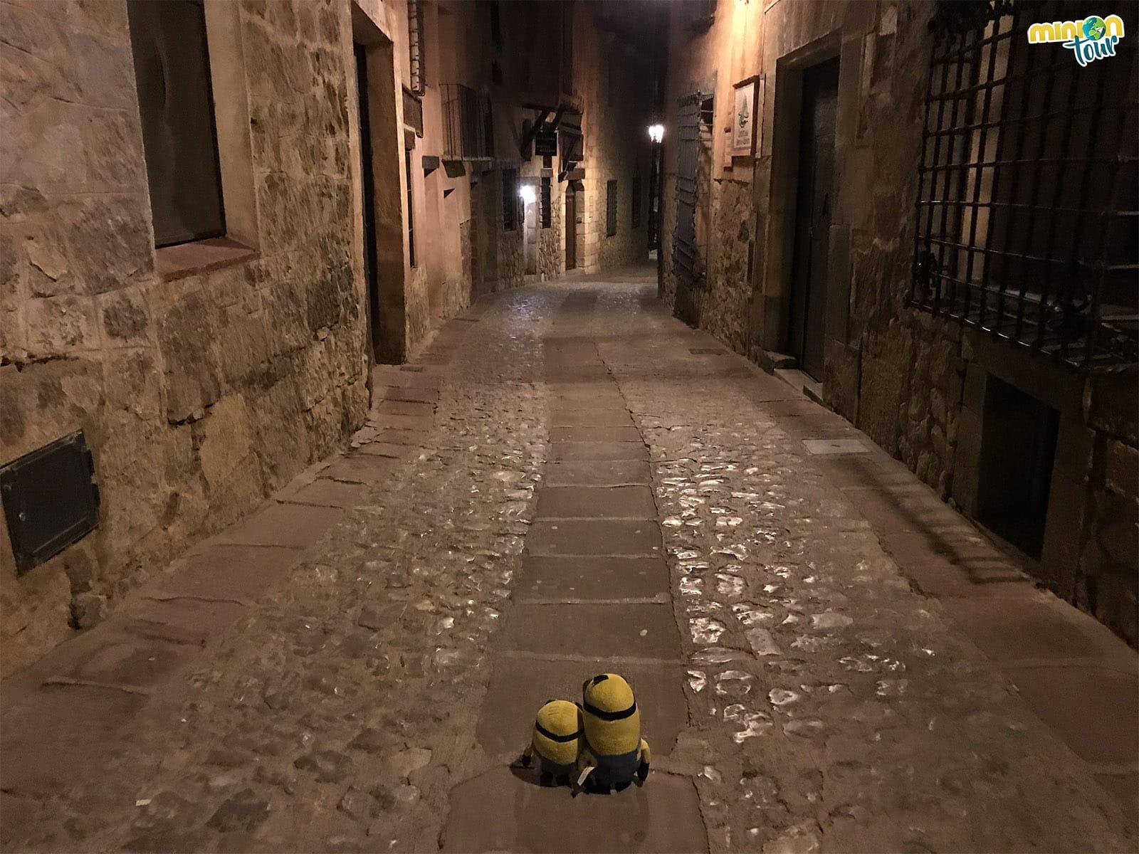 Una calle en la noche de Albarracín
