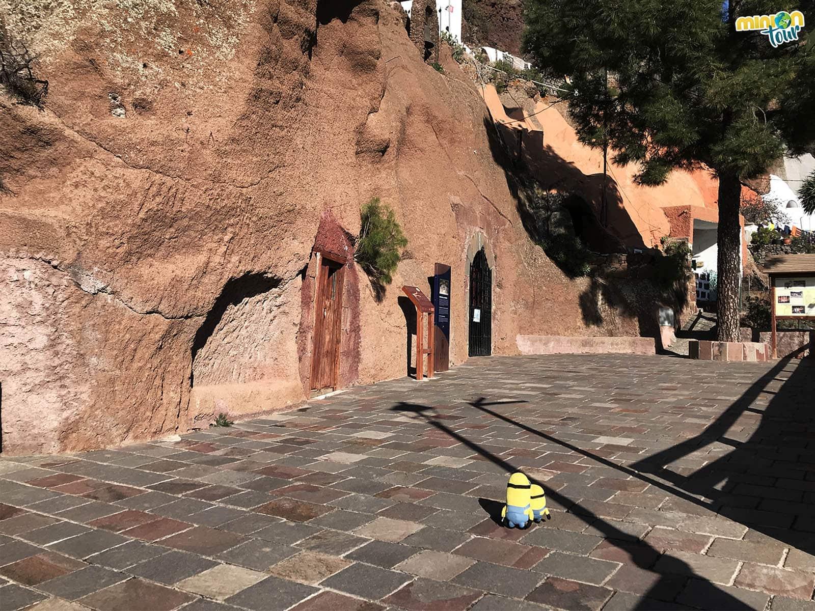 Entrada a la cueva de la Virgen de la Cuevita