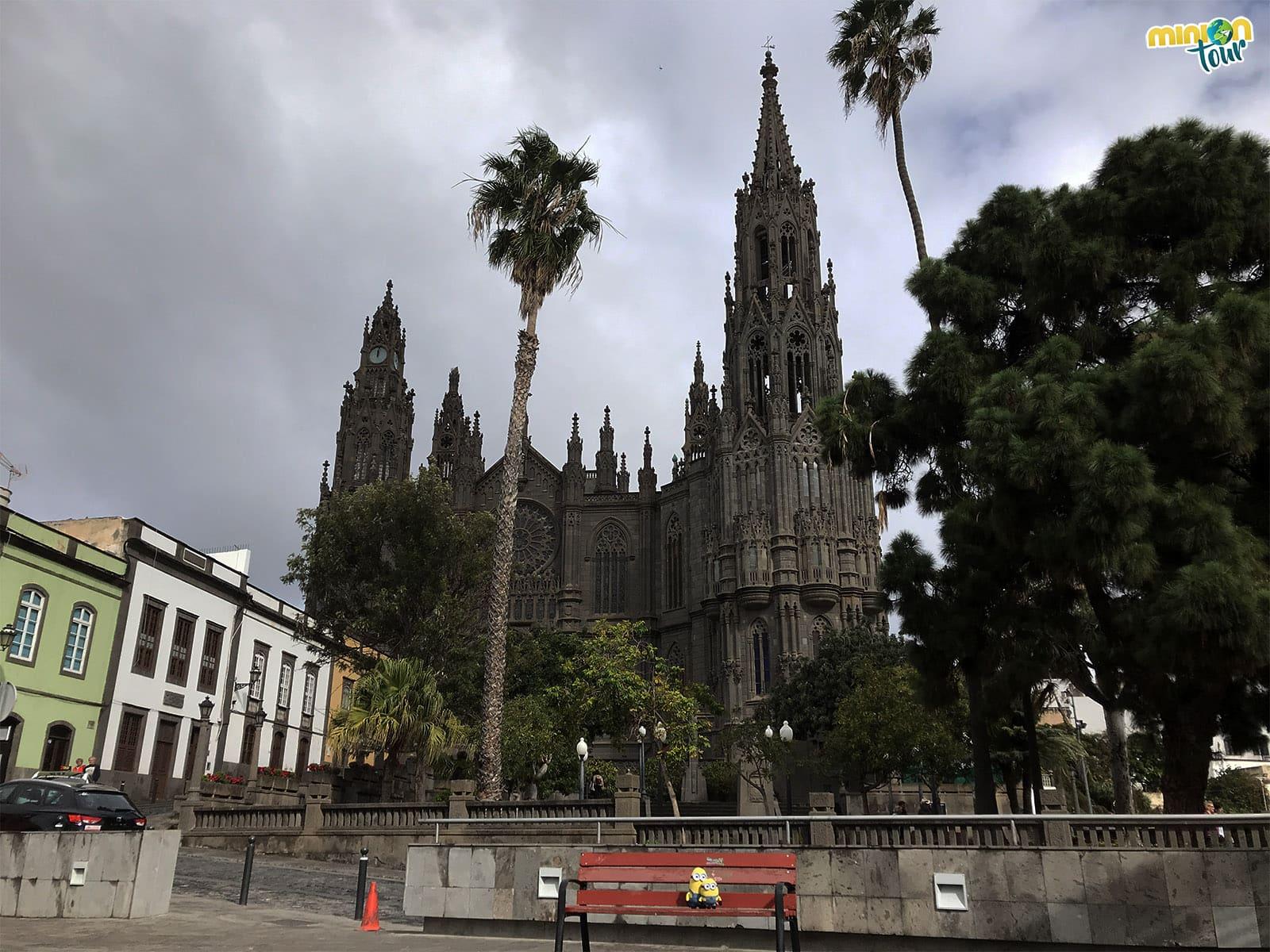 """Otra perspectiva de la """"Catedral"""" de Arucas"""