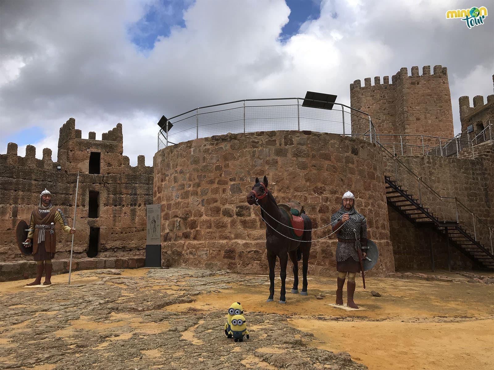 2 Minions dentro del Castillo de Baños de la Encina