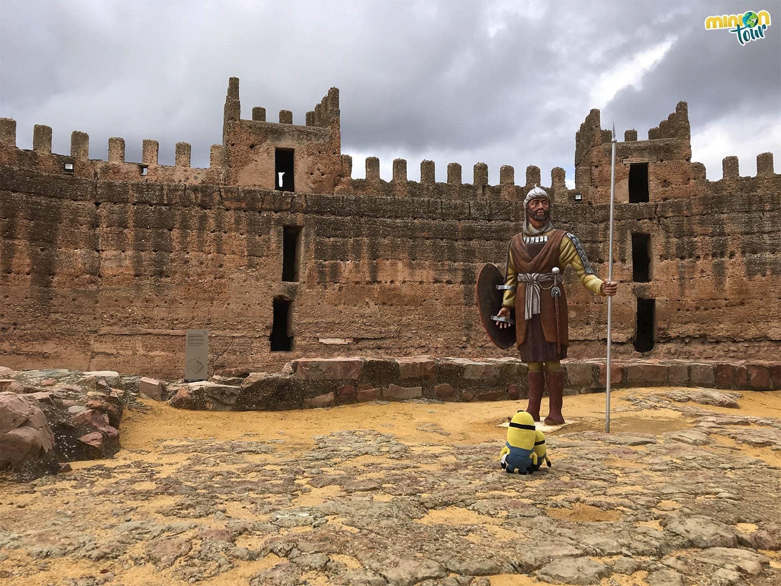 Hablando con uno de los soldados del Castillo de Baños de la Encina