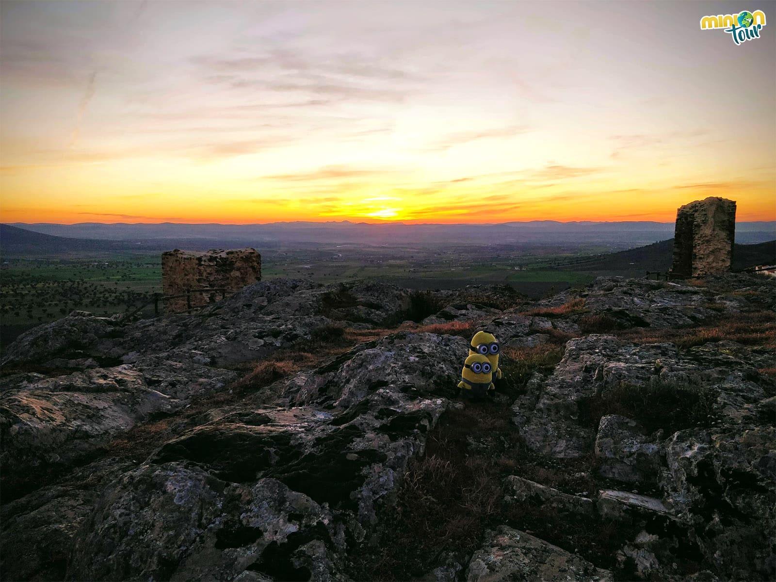 Puesta de sol desde lo alto del Castillo de Benquerencia de la Serena