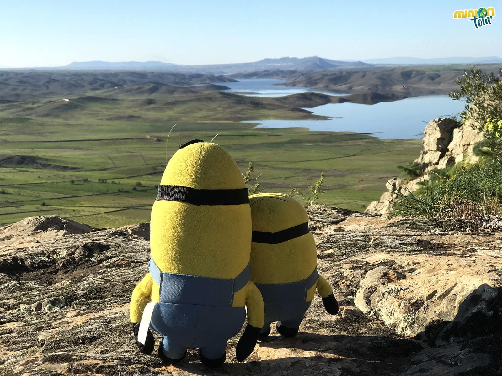 2 Minions enamorados de los paisajes extremeños