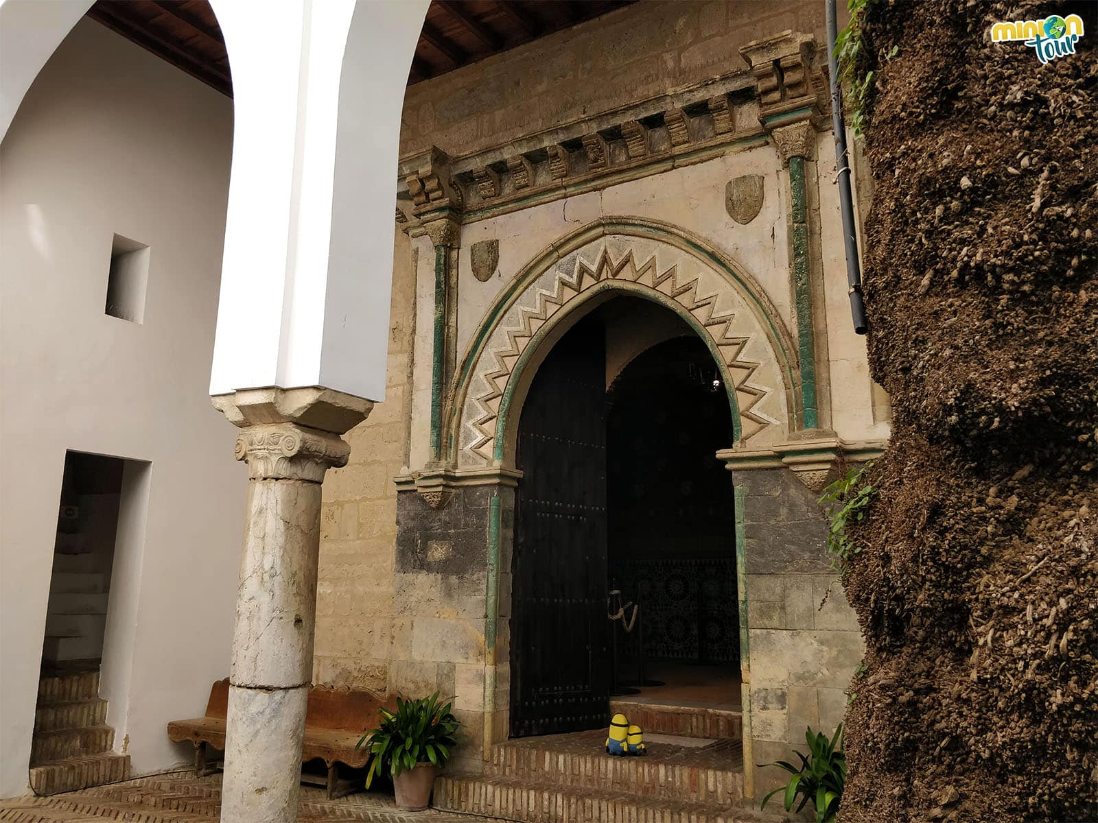 Entrando a la Capilla de San Bartolomé