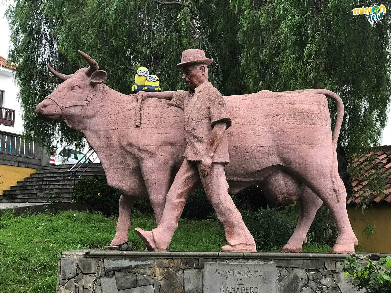 Una de las esculturas de Firgas
