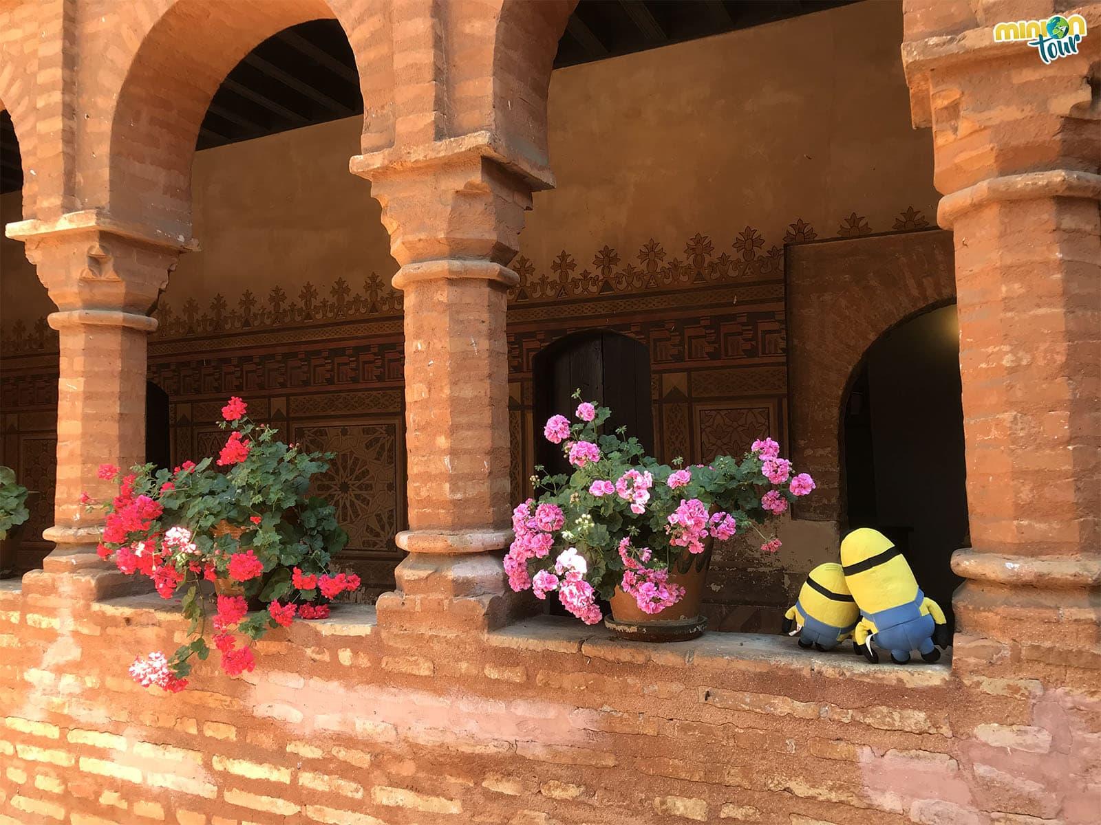 Minions en el Claustro Mudéjar del Monasterio de la Rábida