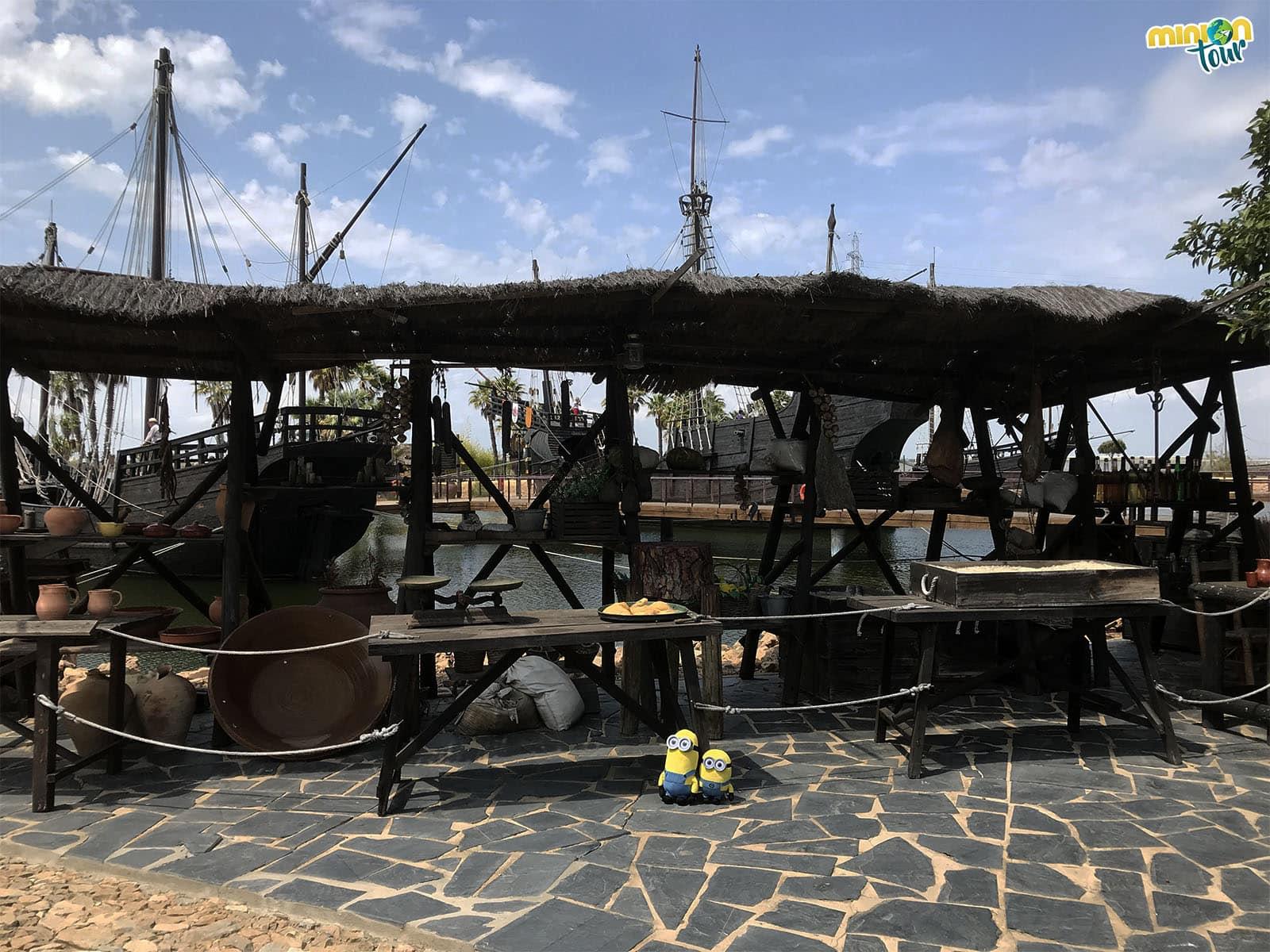 Un paseo por el puerto del Muelle de las Carabelas
