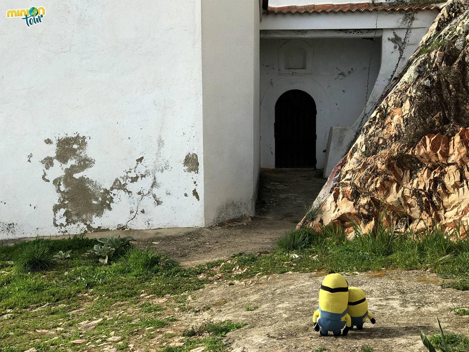 Entrada de la Ermita de la Virgen de la Cueva
