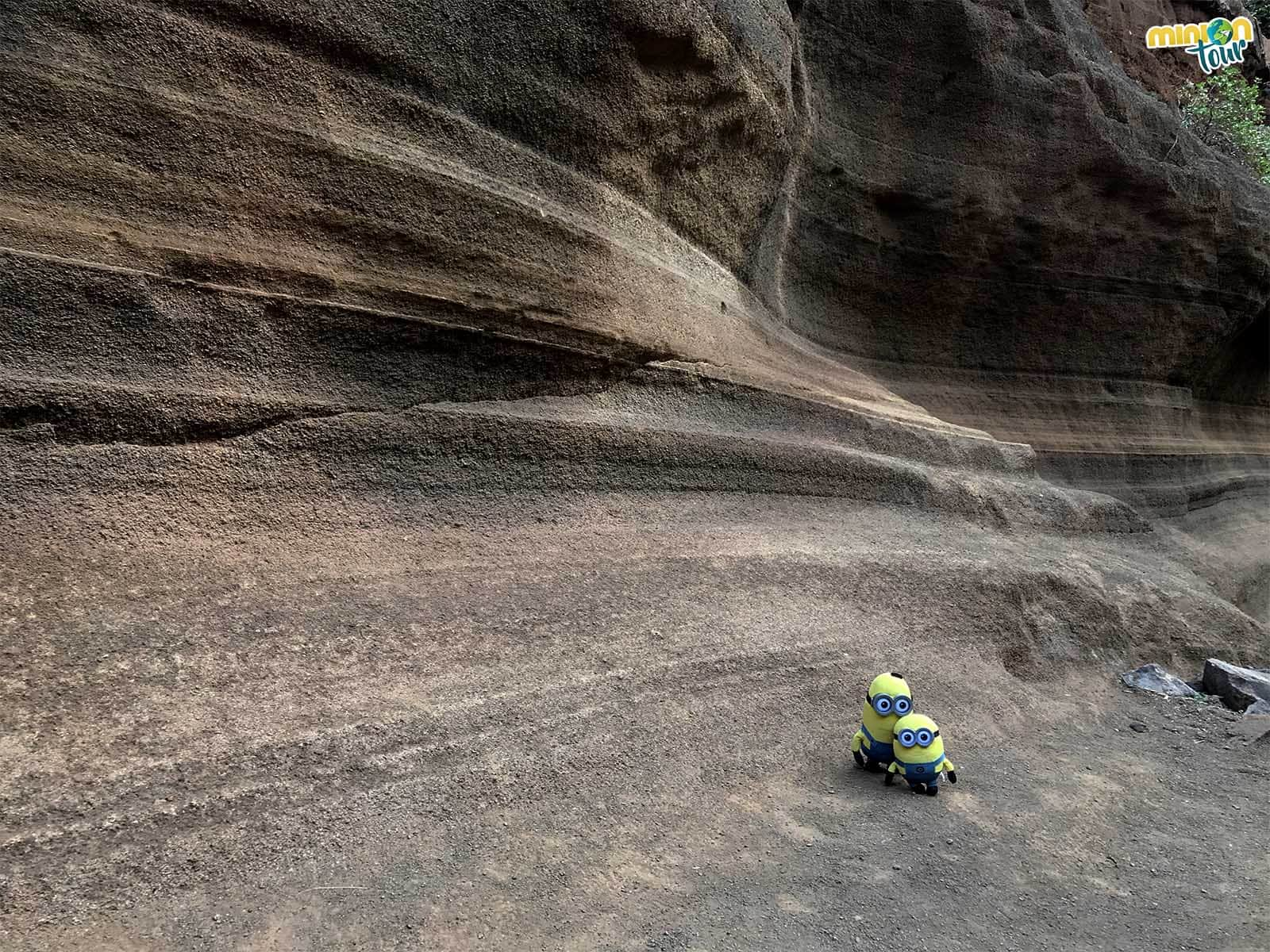 Dos Minions descubriendo el Antelope Canyon de Gran Canaria