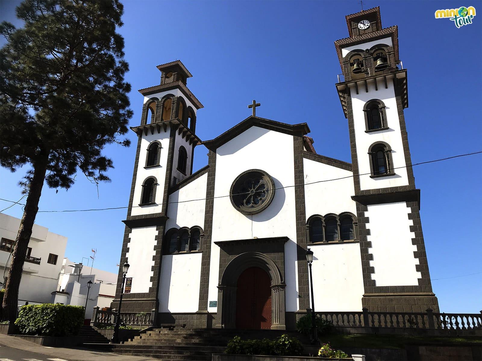 Iglesia de Moya, un pueblo colgado de un barranco