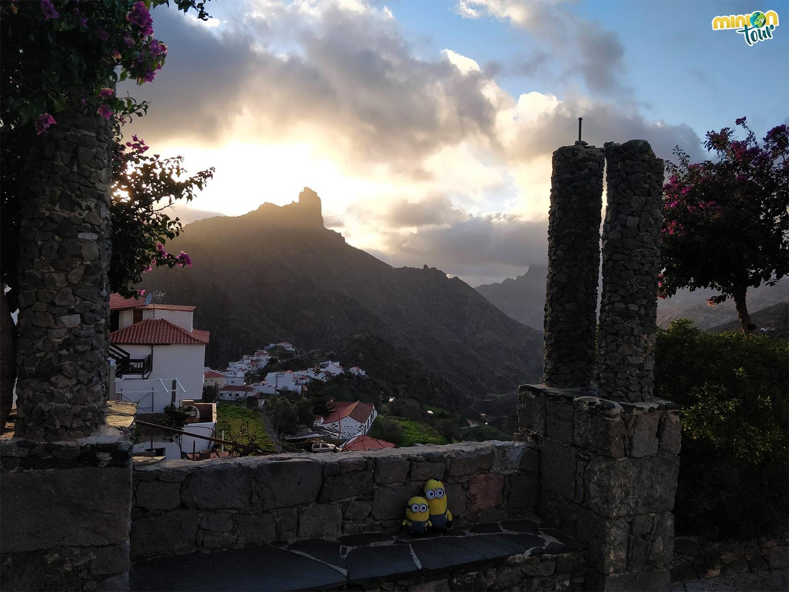 Puesta de sol en Tejeda con el Roque Bentayga en Gran Canaria