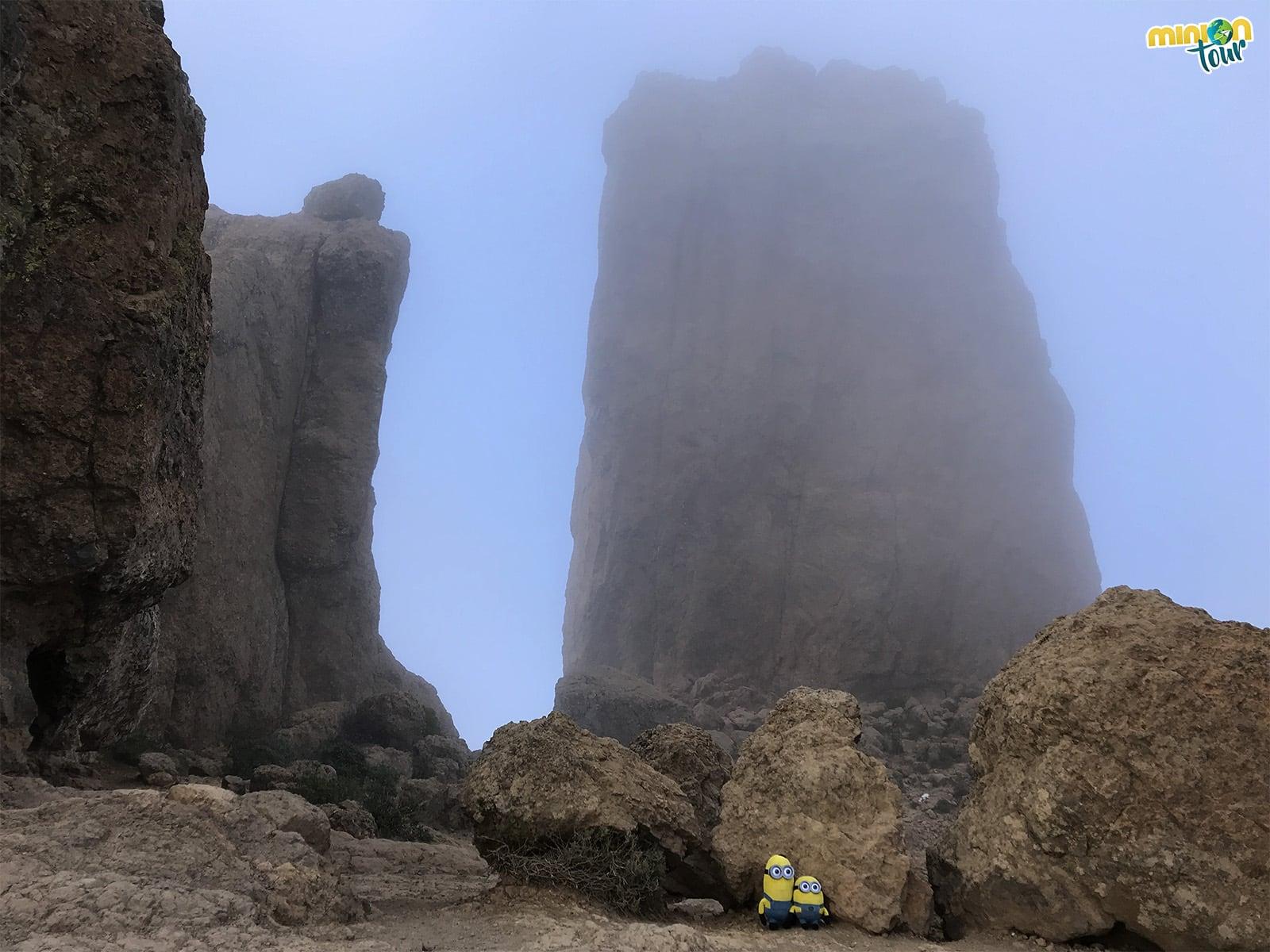 El roque entre la niebla
