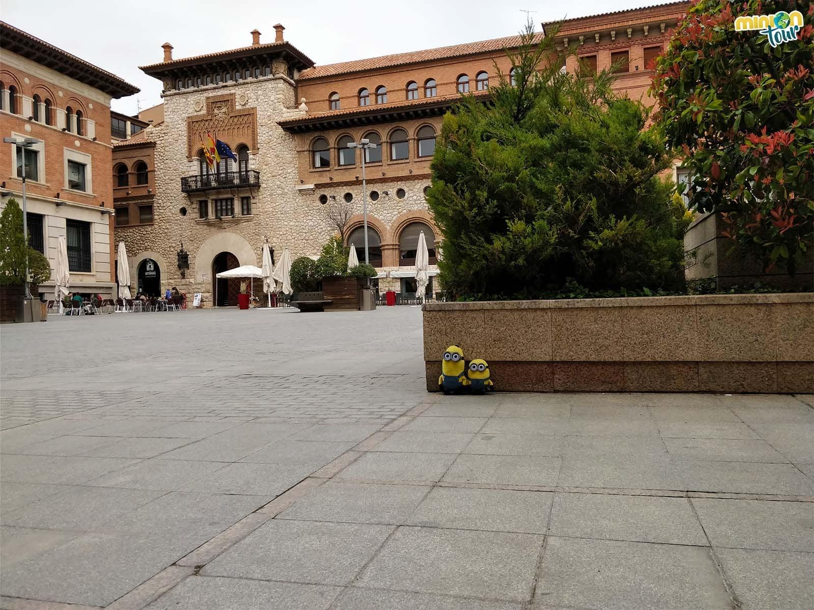 2 Minions en la Plaza de San Juan
