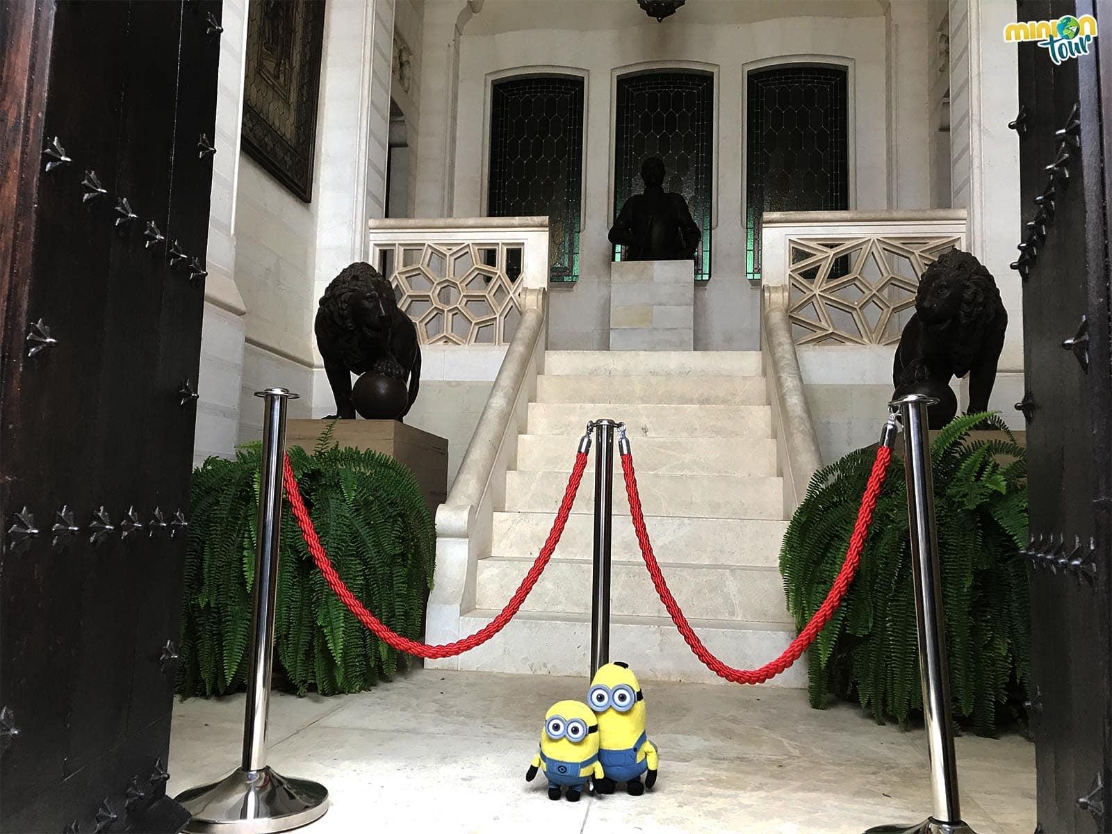 El Hall de los Leones del Palacio Neogótico