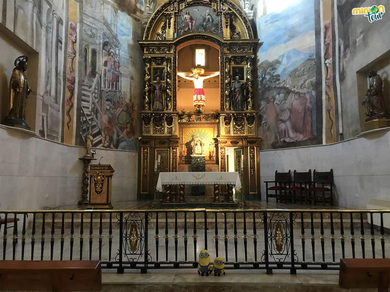 Saludando al Santísimo Cristo de la Sangre en Torrijos