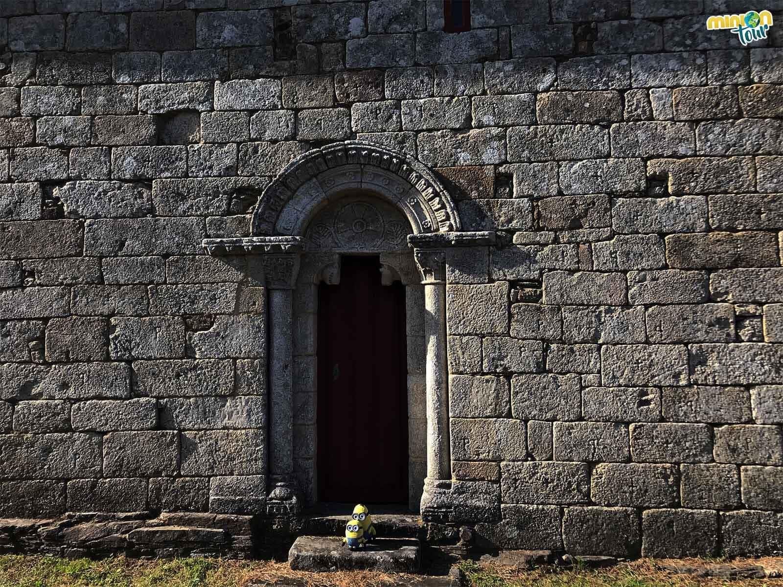 Portada románica de Santa María de Nogueira de Miño