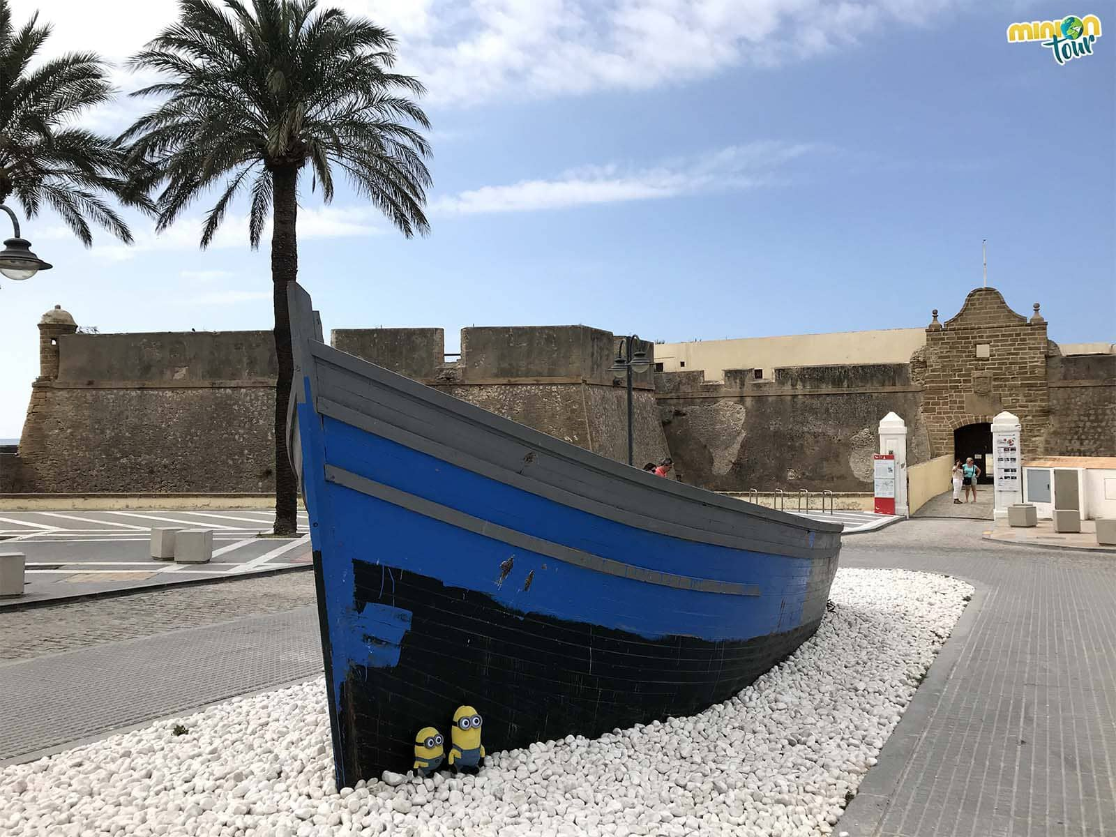 MiniOnTour a punto de ver el Castillo de Santa Catalina