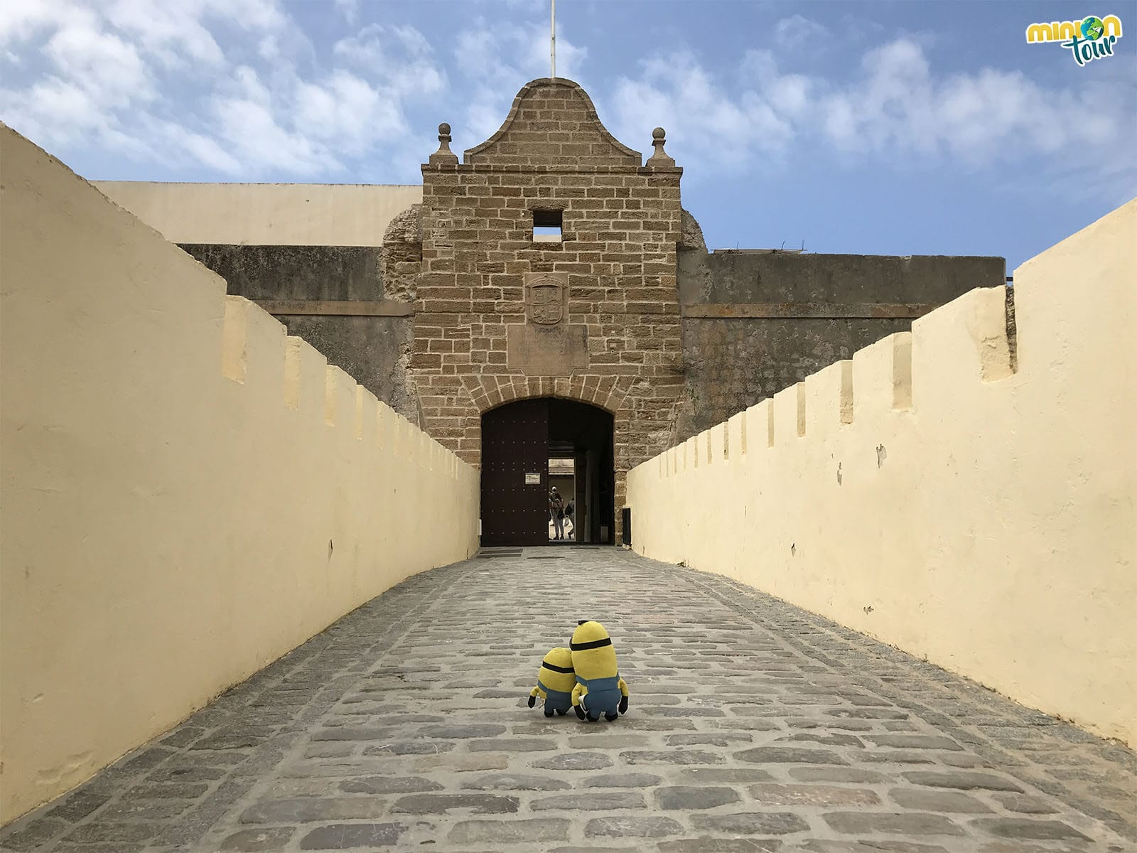 Los Minions visitan el Castillo de Santa Catalina