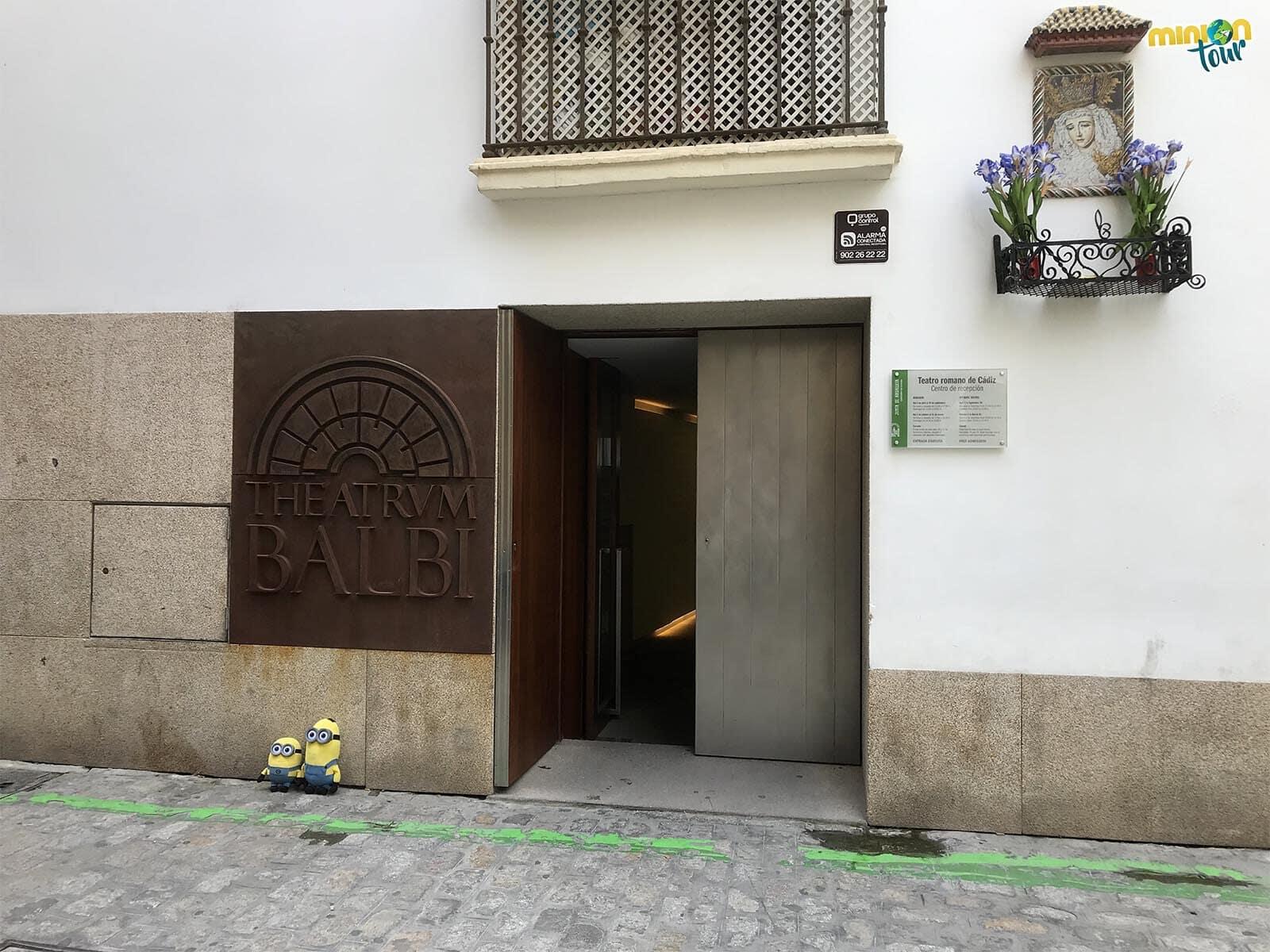A punto de entrar en el Teatro Romano de Cádiz