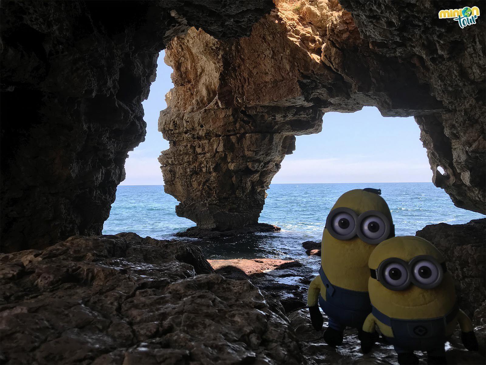 2 Minions en La Cova dels Arcs