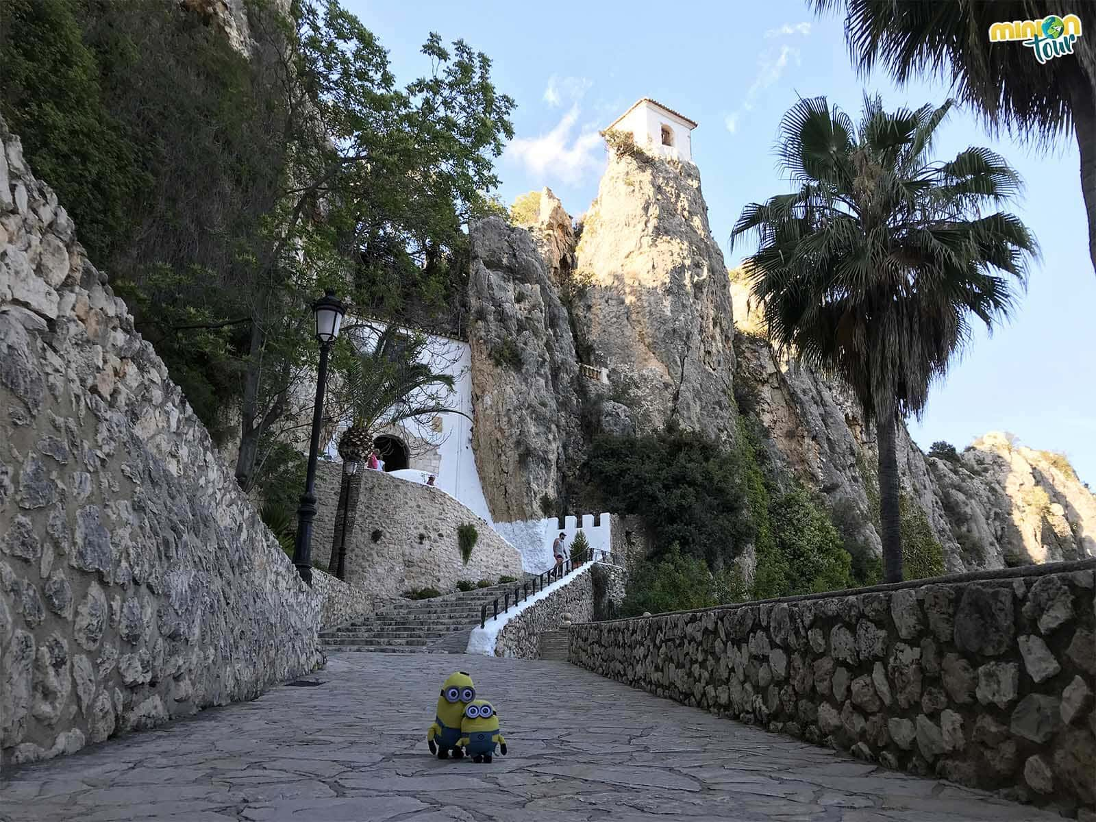 Detrás de esa puerta veremos todo lo que visitar en Guadalest