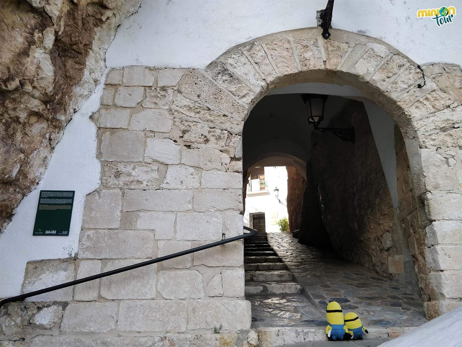 A punto de entrar en El Castell de Guadalest