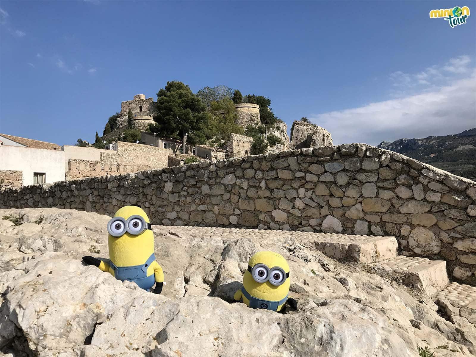 Dos Minions en el Castell de Guadalest