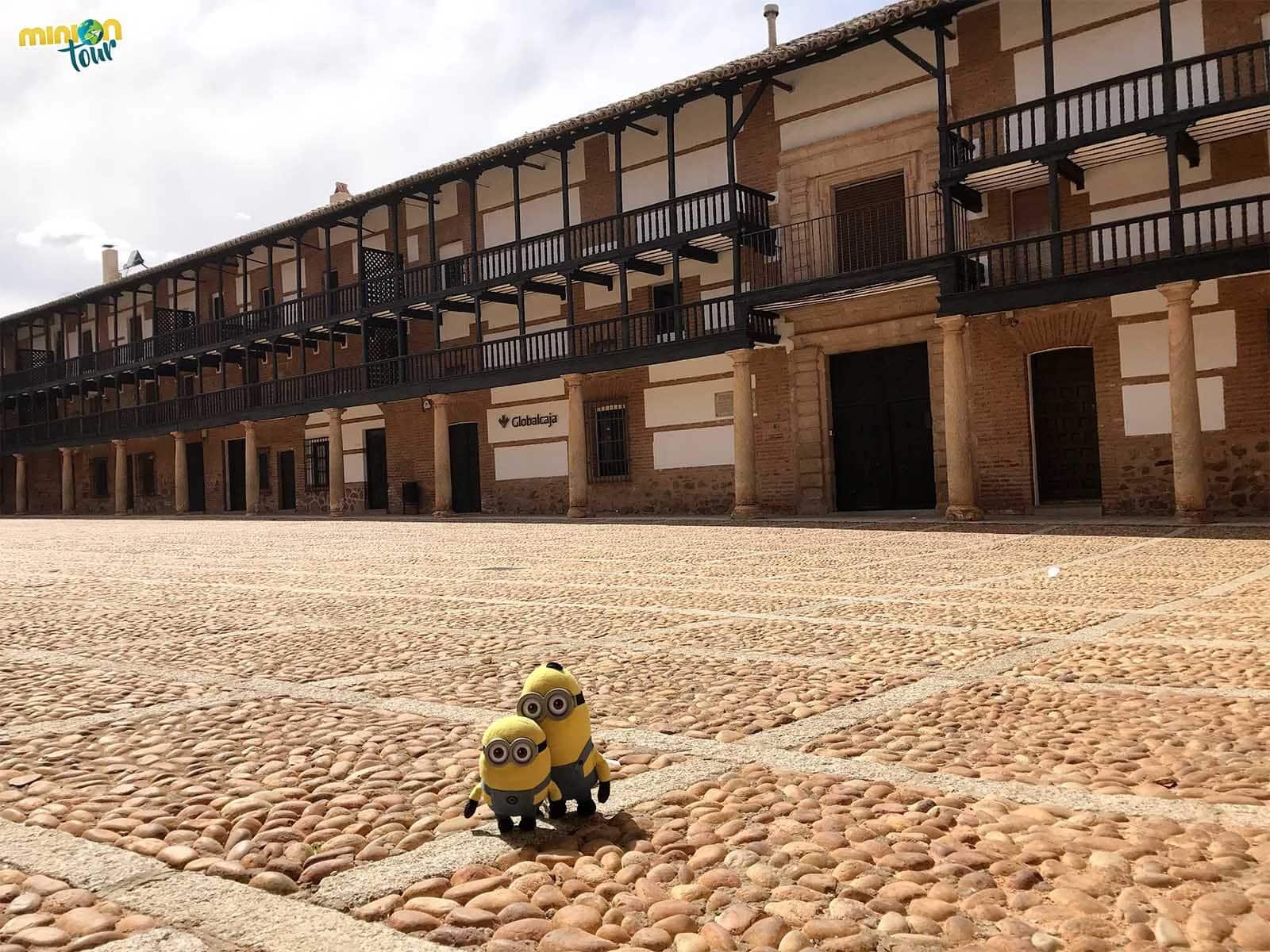 Otra de las cosas que ver en San Carlos del Valle es la Plaza Mayor
