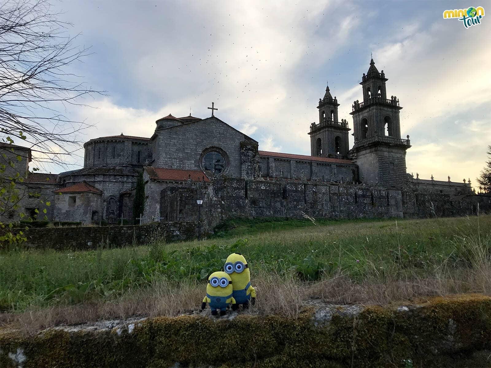 Este monasterio desde fuera parece un castillo