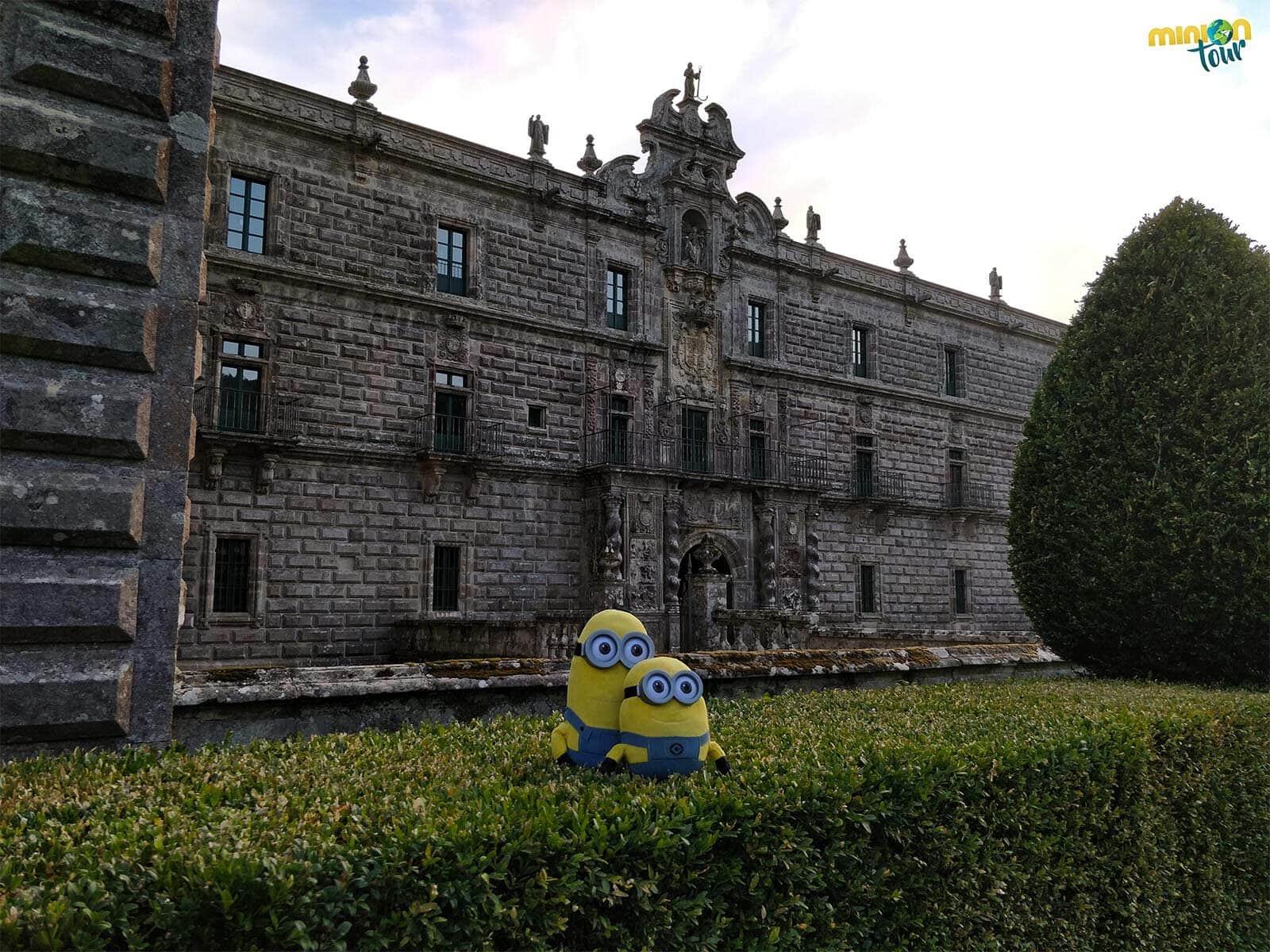 Estudiando la fachada del Monasterio de Santa María la Real de Oseira