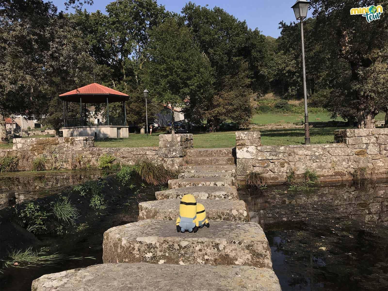 Cruzando el río que da nombre al Monasterio de Oseira