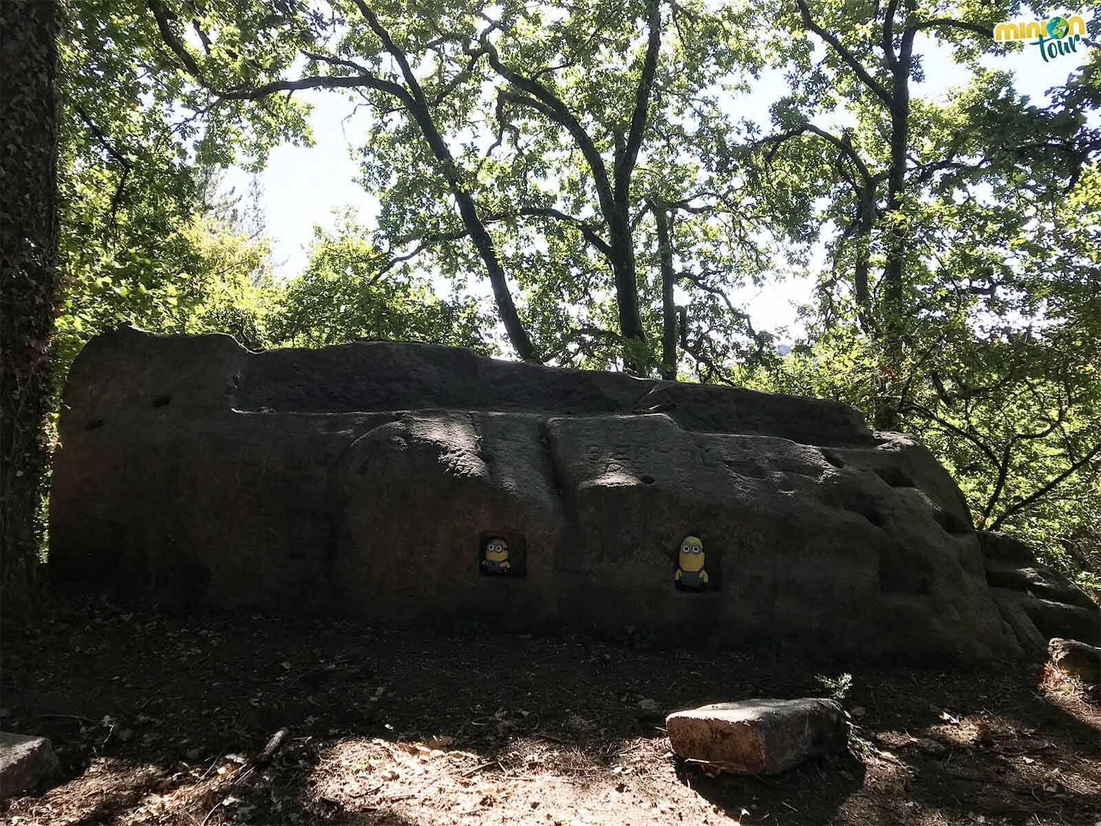 Hasta los Minions caben en el santuario rupestre de San Pedro de Rocas