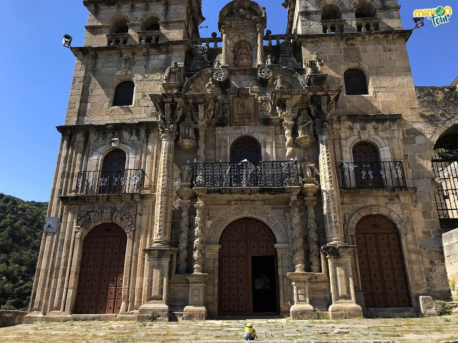 Alucinando con la fachada del Santuario de Nuestra Señora de Las Ermitas