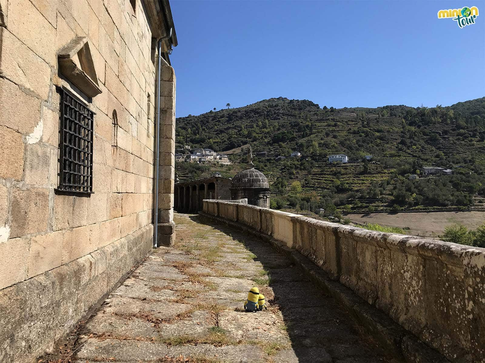 Minions paseando por el Santuario de Las Ermitas