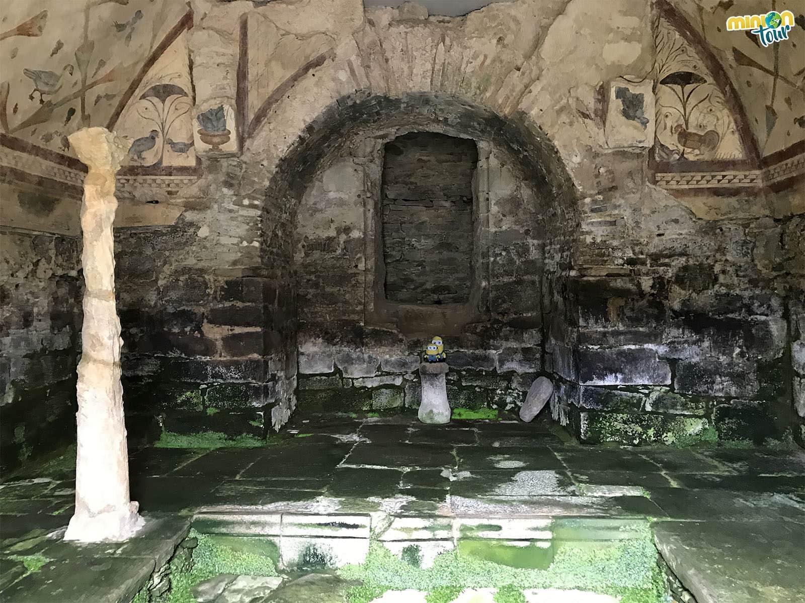 Minions alucinando con el interior de Santa Eulalia de Bóveda