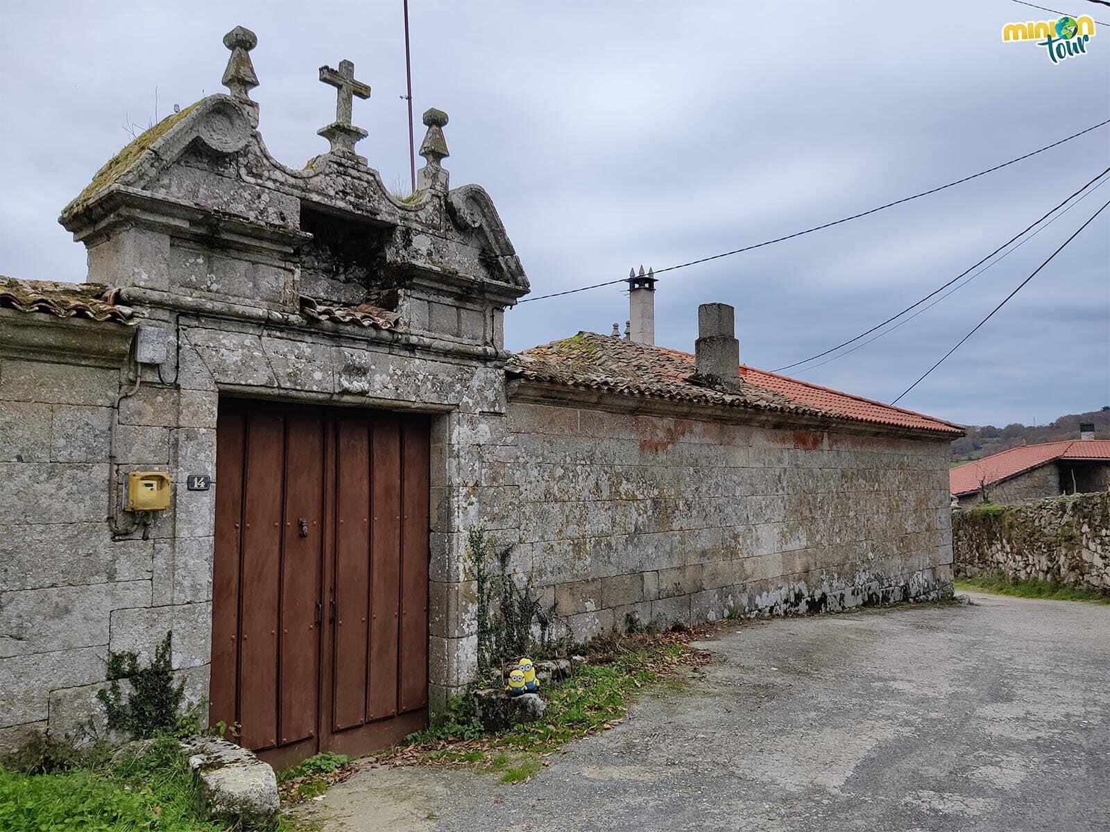 En la ruta al Castro de Candaz nos encontramos con una casa rectoral