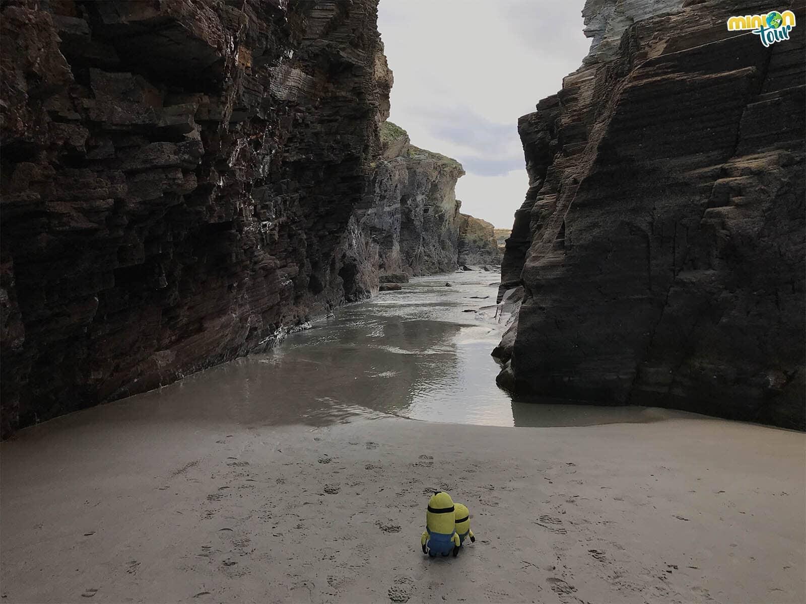 Aquí casi acabamos engullidos por el mar