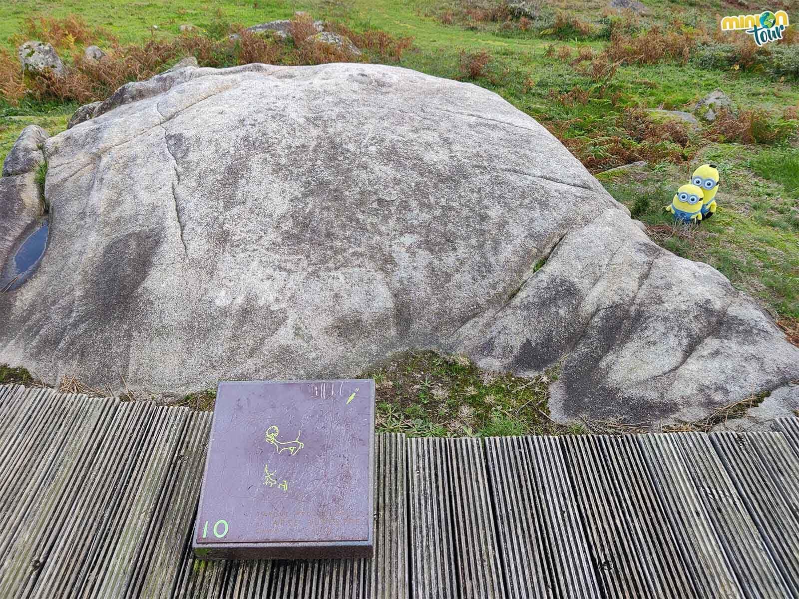 Descifrando los petroglifos de A Froneiriña en Campo Lameiro