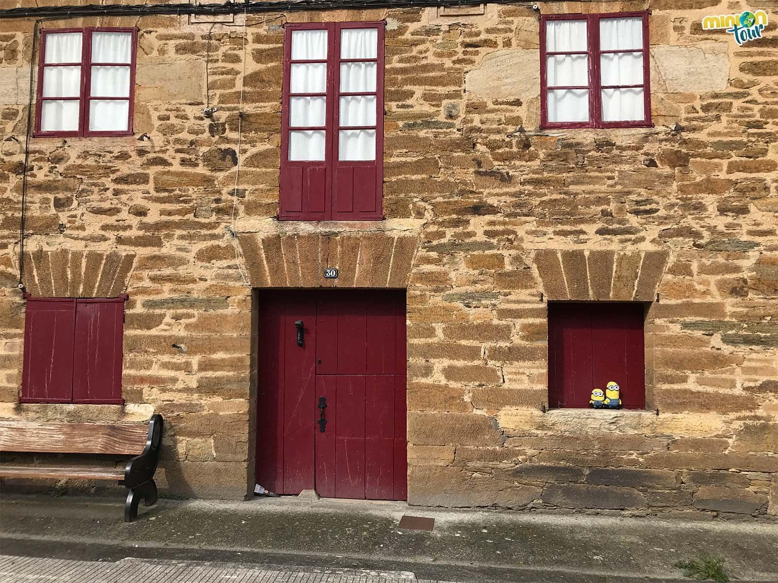 Esta casita con las ventanitas rojas es de lo más cuqui