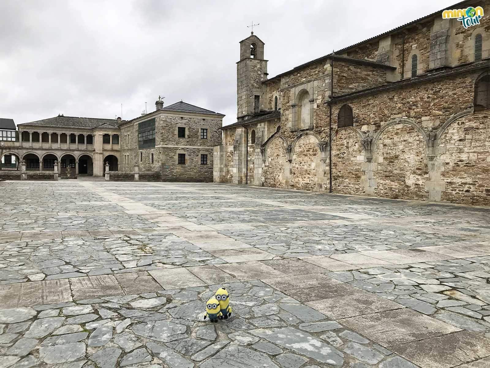 Minions de visita al Monasterio de Santa María de Meira