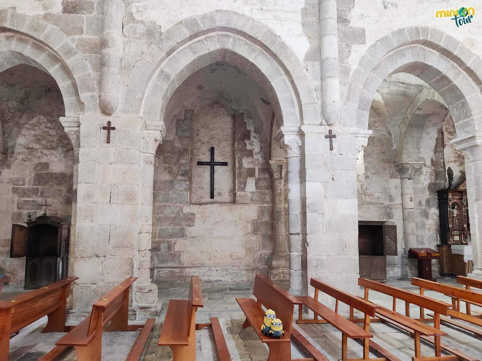 Cotilleando el interior de la iglesia del Monasterio de Santa María de Meira