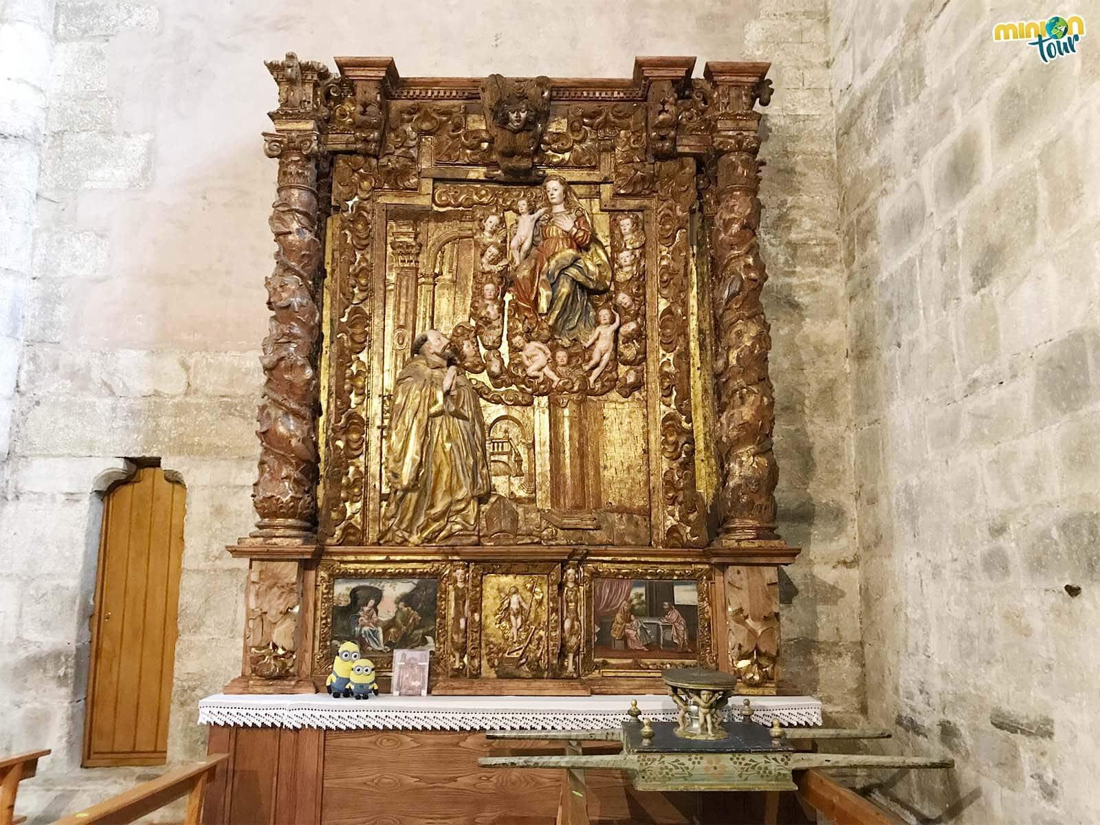 El retablo ya tiene las columnas bien puestas