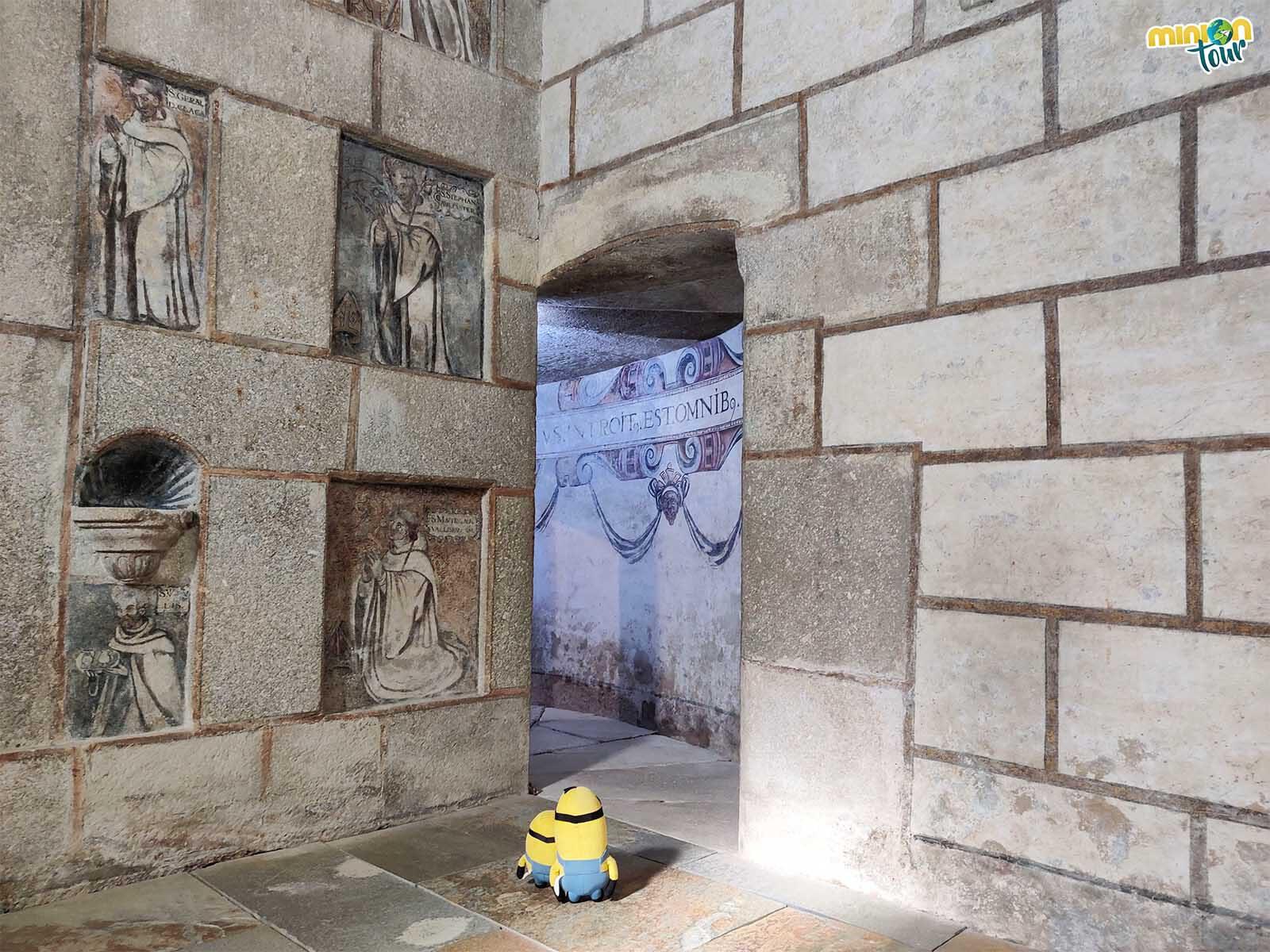 Minions saludando a los fundadores de la Orden del Císter
