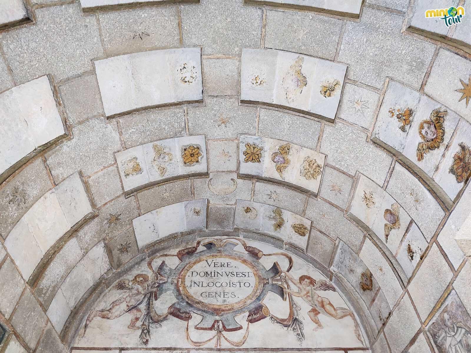 Alucinando con la cúpula de la sala de las pinturas murales de Meira