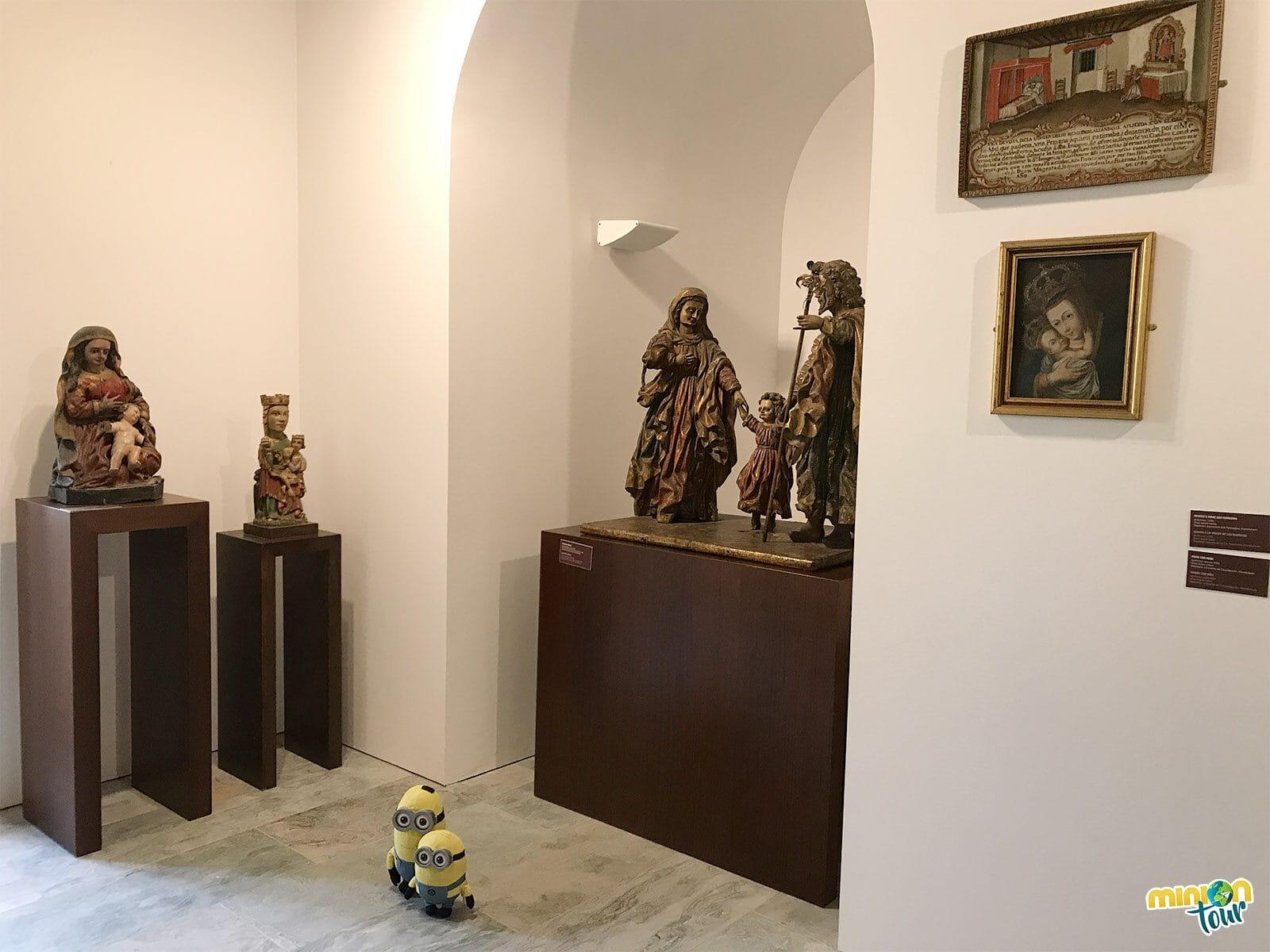 La Sagrada Familia de esta sala del museo nos llamó mucho la atención