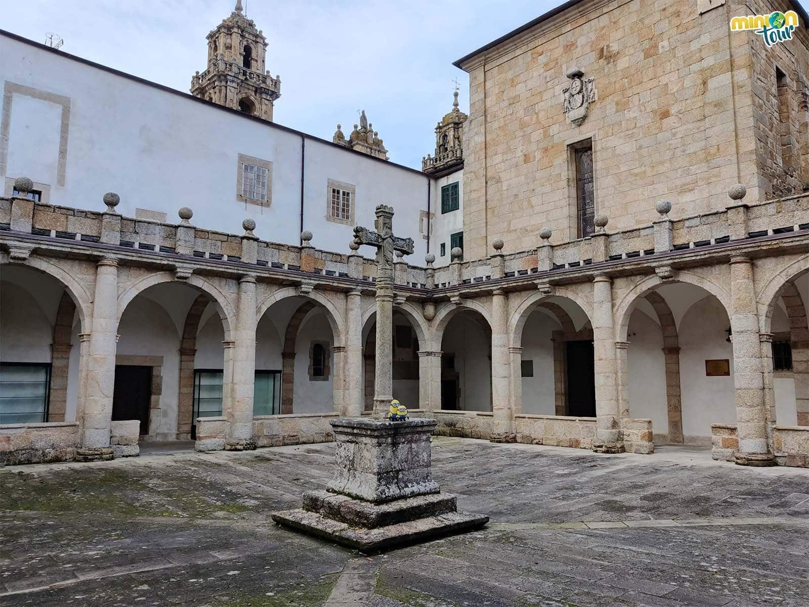 Minions en el claustro de la Catedral de Mondoñedo