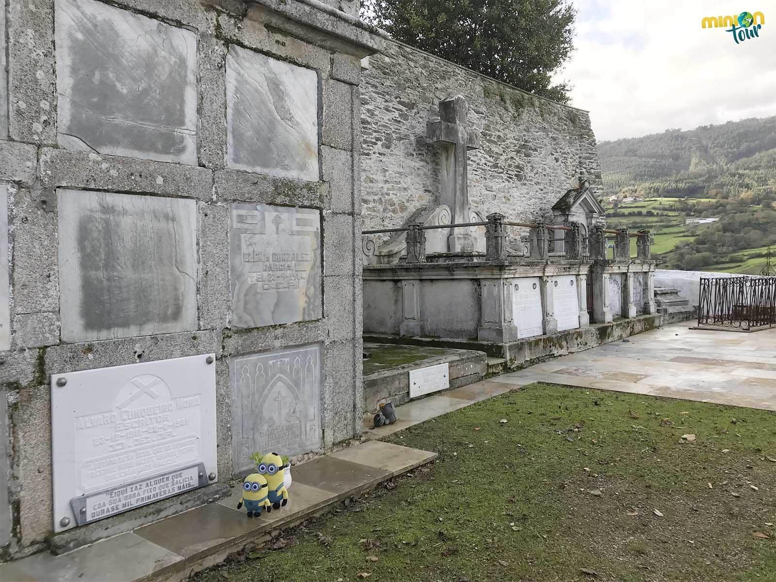 Nos ha costado pero hemos encontrado la tumba de Álvaro Cunqueiro