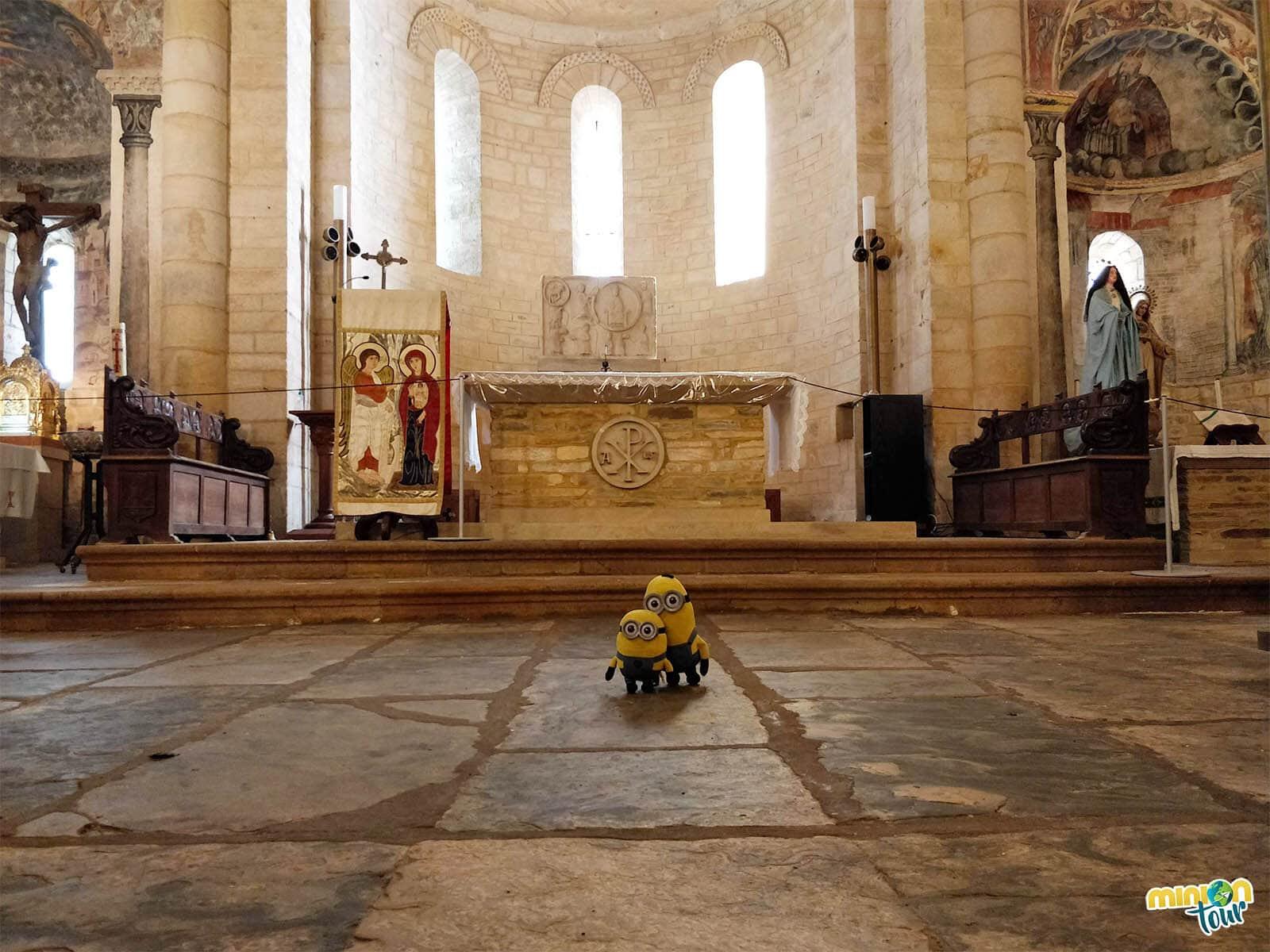 Estamos leyendo la lección del retablo del altar de San Martín de Mondoñedo