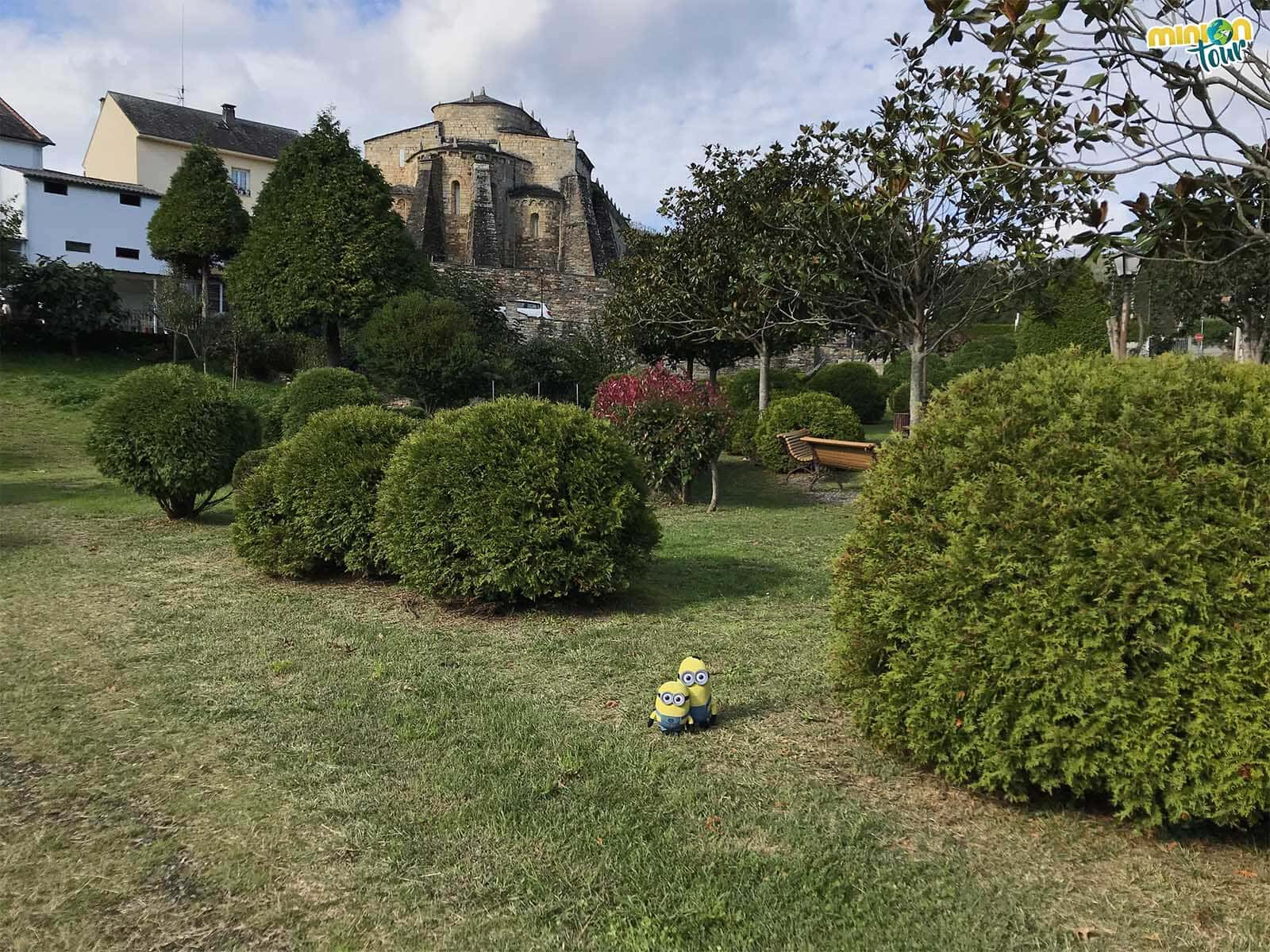 Cerca de la iglesia románica de San Martín de Mondoñedo hay un parquecito muy chulo