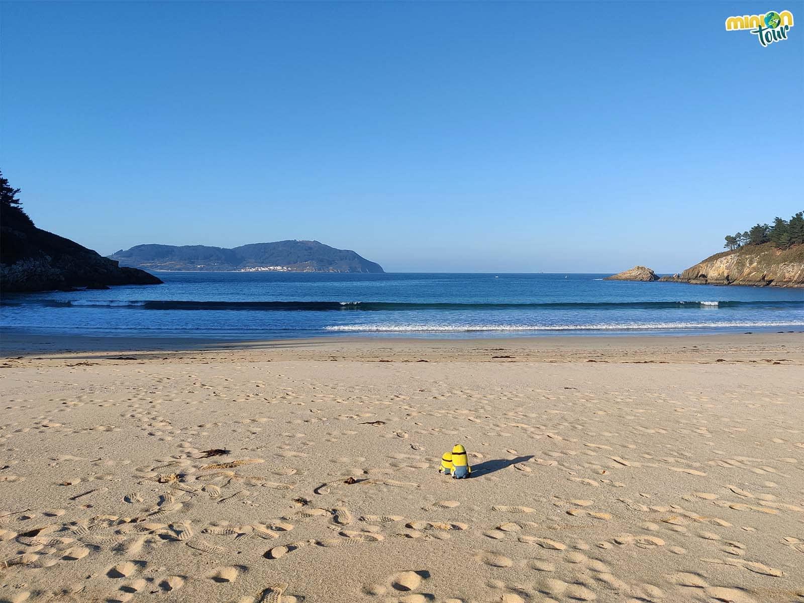 La Playa de Xilloi es estupenda para tomar el sol en la costa de Lugo